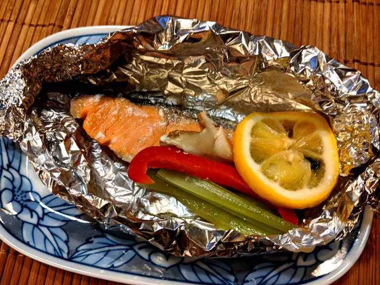 生鮭のホイル焼き(彩り野菜を入れて)のレシピ