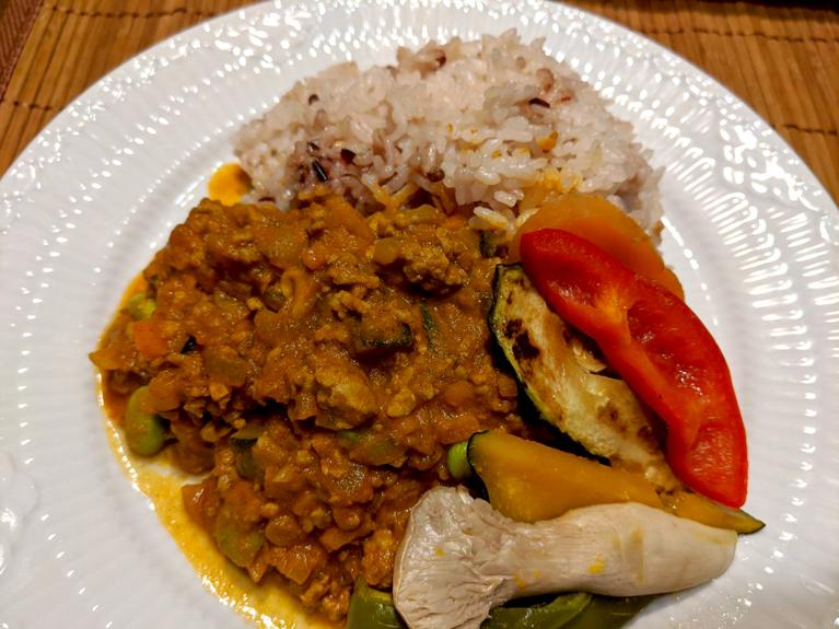 おからキーマカレー(彩り野菜を添えて)のレシピ